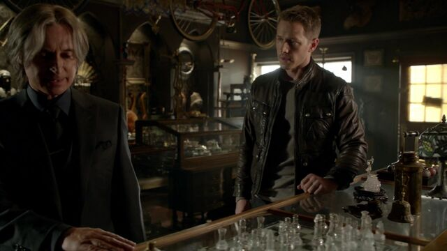 File:Once Upon a Time - 6x03 - The Other Shoe - Gold and David.jpg