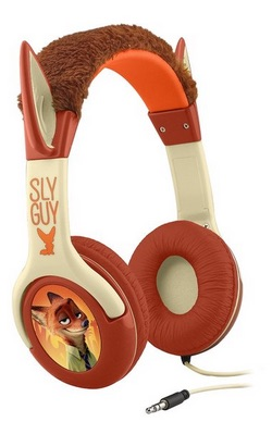 File:Nick Wilde and Finnick headphones.jpg