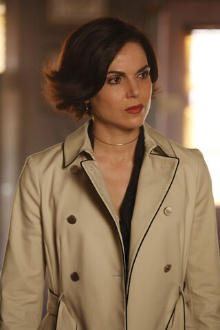 File:Once Upon a Time - 6x19 - The Black Fairy - Photogrphy - Regina.jpg