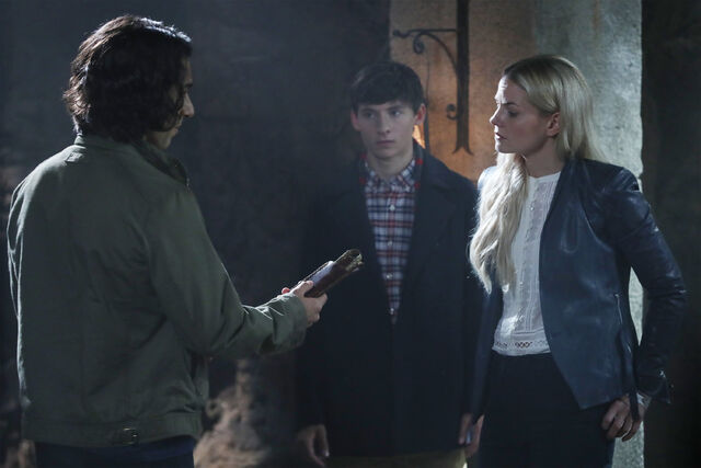 File:Once Upon a Time - 6x05 - Street Rats - Photography - Aladdin and Emma.jpg
