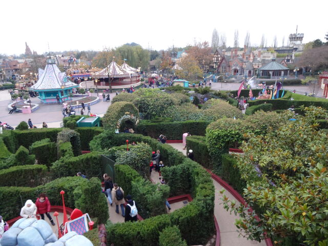 File:Alice's Curious Labyrinth (top view).jpg