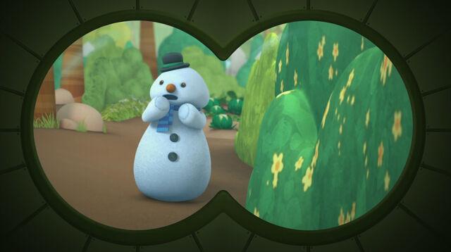 File:Chilly seen through binoculars.jpg