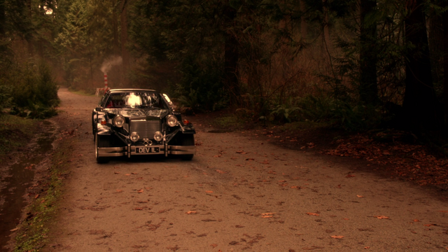 File:Once Upon a Time - 5x19 - Sisters - DeVil Car.png