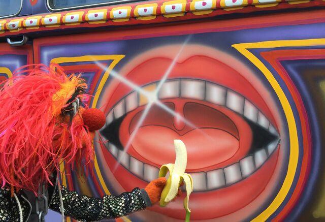 File:TheMuppets-(2015)-Animal-Banana-Bus.jpg