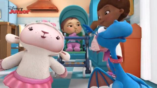 File:Lambie and stuffy singing2.jpg