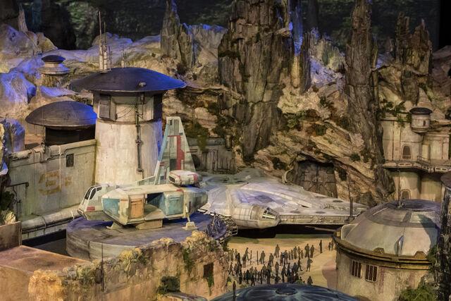File:Star Wars Land D23 2017 Model 01.jpg