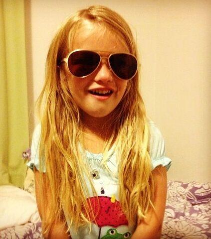 File:Mia Talerico Sunglasses.jpg