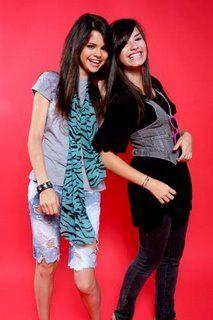 File:Demi and selena.jpg