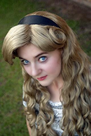 File:Nina as Aurora.jpg