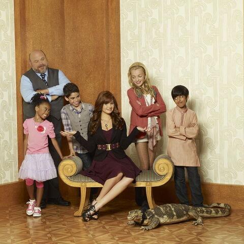 File:Cast of Disneys Jessie.jpg