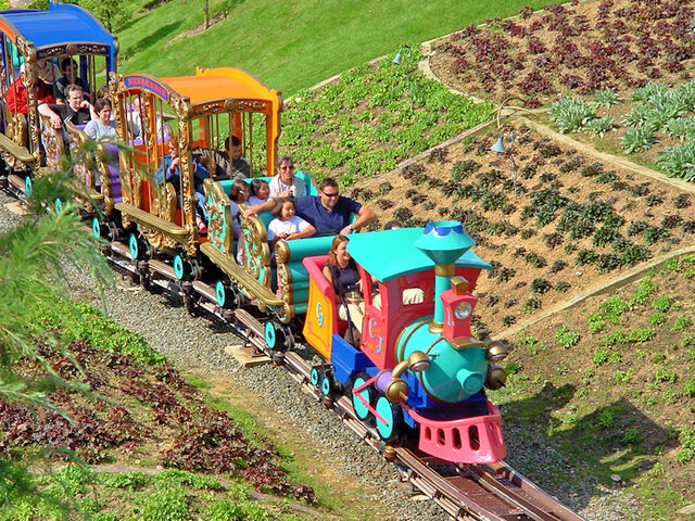 File:Casey Jr. Le Petit Train Du Cirque (DLP).jpg