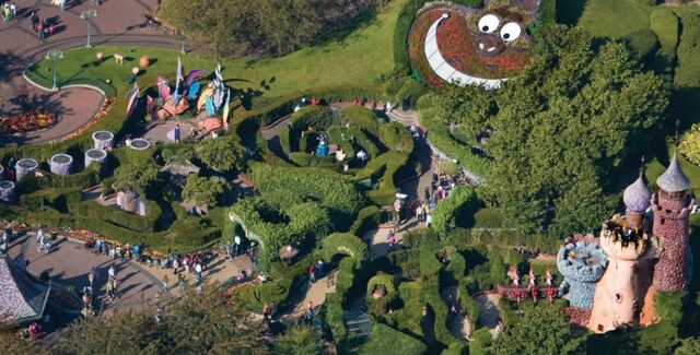 File:Alice's Curious Labyrinth (DLP).jpg