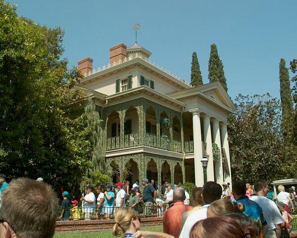 File:Haunted Mansion, Disneyland 2002.jpg