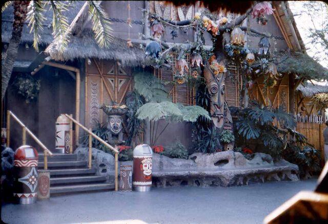 File:The Enchanted Tiki Room.jpg