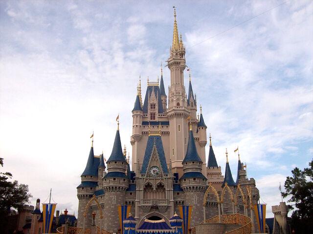 File:Cindyrella's Castle @ Magic Kingdom.jpg