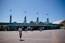 File:220px-Disney California Adventure Park entrance (Buena Vista Street).jpg