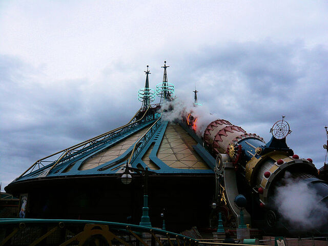 File:Space Mountain Mission 2 launch.jpg