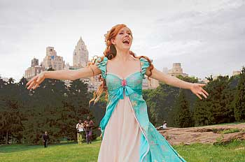 Amy-adams-as-giselle-in-central-park-disney-enchanted