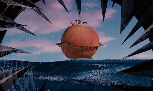 File:James-giant-peach-disneyscreencaps com-3914.jpg