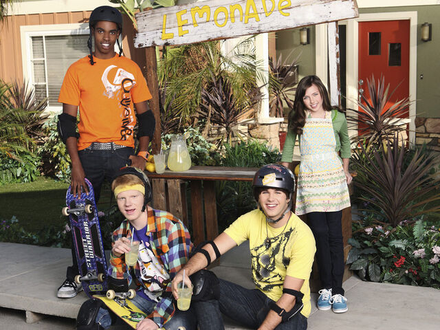 File:Zeke and Luther Cast Photo Season 2.jpg