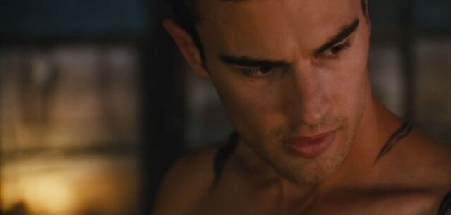 File:Shailene-woodley-theo-james-kiss-in-new-divergent-clip-09.jpg