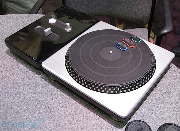 File:Dj-her-hands-on-e3-hed-rm-eng.jpg