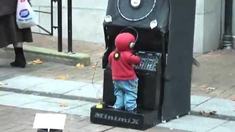 Amazing 3 year old DJ !