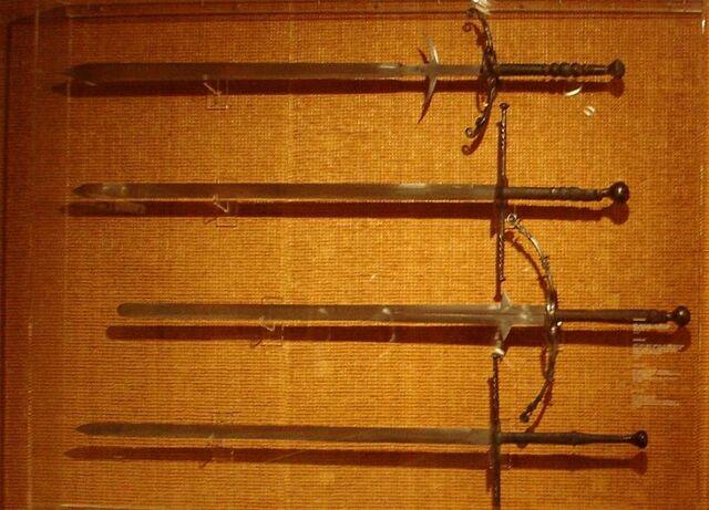 File:Zweihaender im historischen Museum Basel.JPG