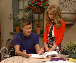 File:G-hannelius-dog-with-a-blog-sneak-peekerfdsvc.png