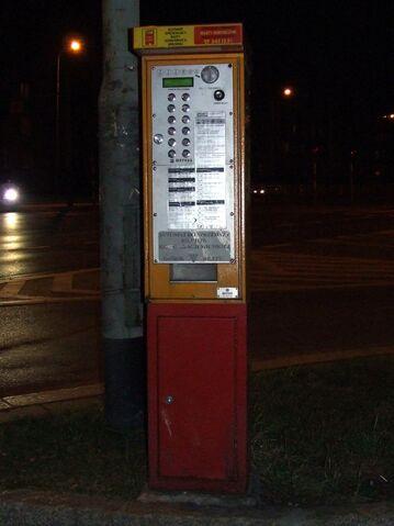 Plik:Wrocławski automat biletowy.jpg
