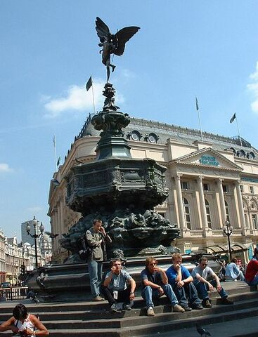 File:PiccadillyFountain.jpg