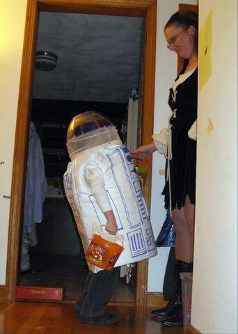File:Trick or R2.jpg