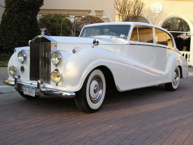 File:**white on driveway-1948 Rolls Royce Silver Wraith Limousine .jpg