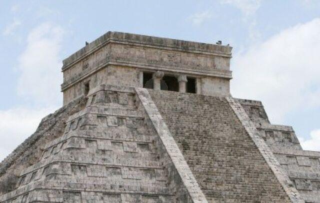 File:Castillo temple-chichen itza.jpg