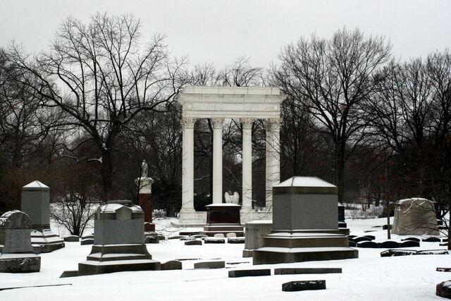 File:Graceland Cemetery.jpg