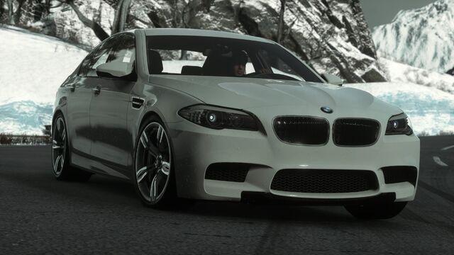 File:CARLIST BMWM52011.jpg