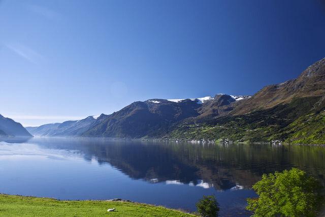 File:Lake sky.jpg