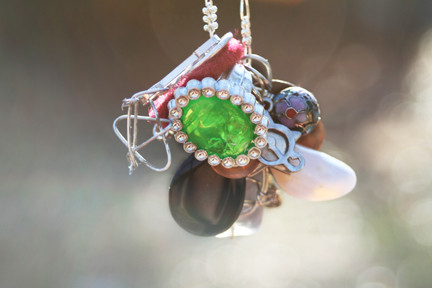 File:Lena necklace.jpg
