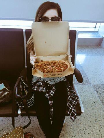 File:Sydney Sierota with a Pizza Hut box.jpg