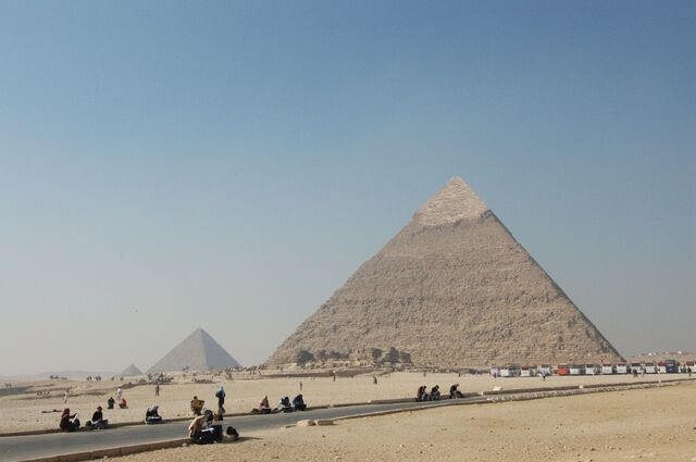 Plik:Giza piramidi di Chefren e Micerino.jpg