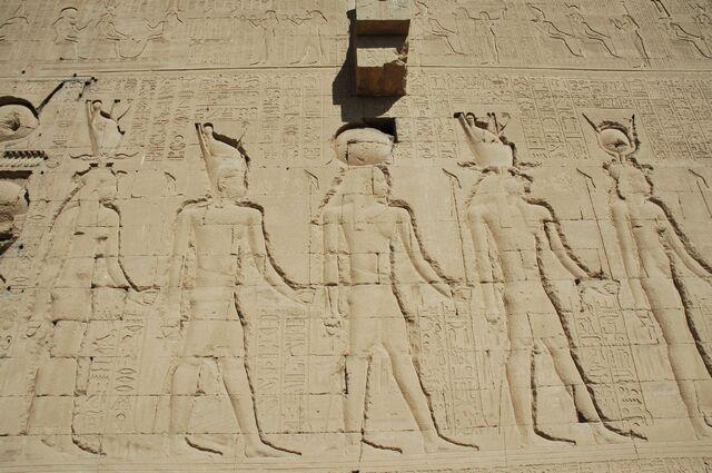 Plik:Dendara tempio di Hator.jpg