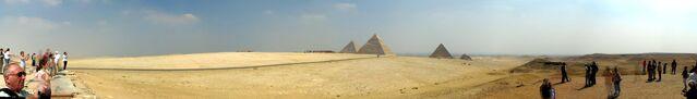 Plik:Pyramids panorama.jpg