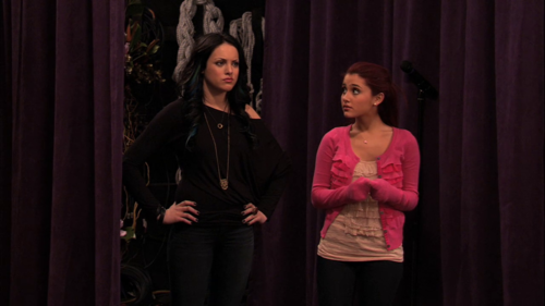 File:Ariana And Liz.png