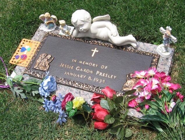 File:Memphis--Graceland Jesse Garon Presley grave.JPG