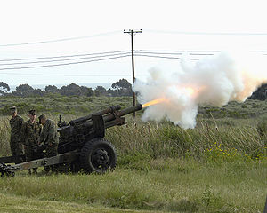 300px-M101-105mm-howitzer-camp-pendleton-20050326