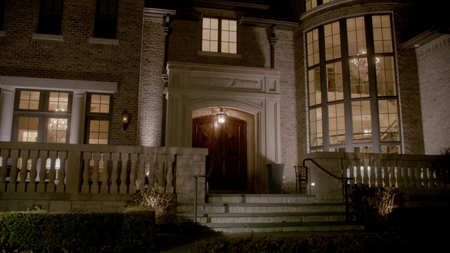 File:Lucious Mansion Exterior - Night.png