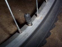 File:220px-Schrader valve.jpg