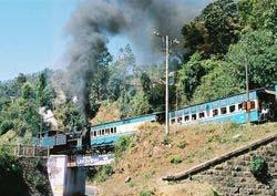 File:NMR up train at Kateri Road 05-02-28 04.jpg