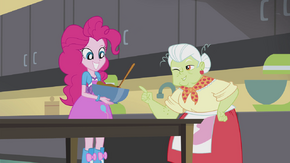 Granny Smith winking at Pinkie EG2