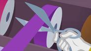 Rarity cuts ribbon with scissors EG2